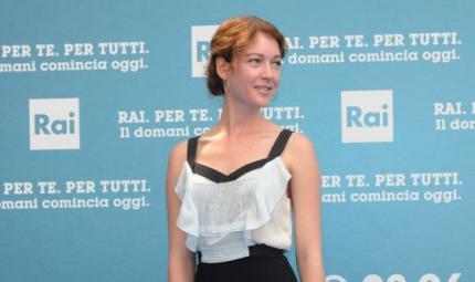 Cristiana Capotondi sul red carpet con un raccolto fresco