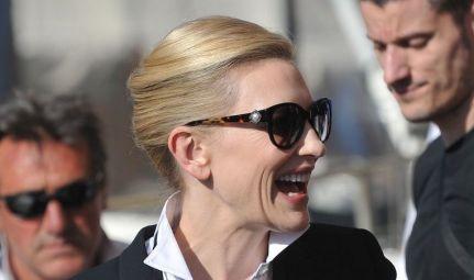 Cate Blanchett: al sole sempre con gli occhiali scuri