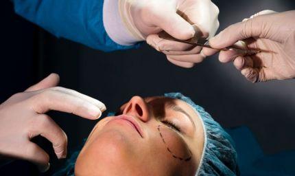 Chirurgia estetica: cresce solo quella di ringiovanimento