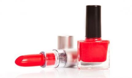 Smalti e rossetti: come abbinarli