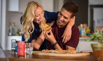 Si al mangiare in coppia, no a farlo davanti al pc