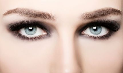 Cura e make up per le sopracciglia