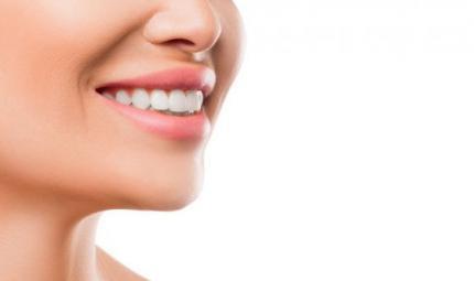 Denti bianchi: i trucchi degli esperti