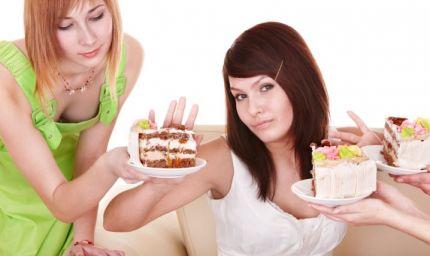 La dieta fallisce di notte e per colpa degli amici