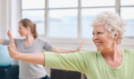 Yoga e menopausa, un connubio vincente