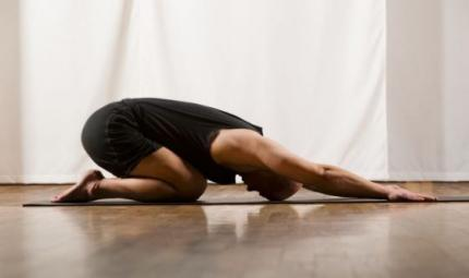 Lo yoga per le vittime dei conflitti