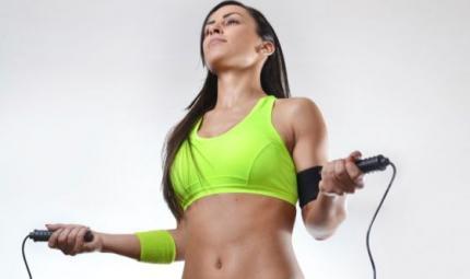 Un esercizio semplice ed efficace? Saltare la corda