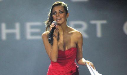 L'ex velina Alessia Reato ama le onde morbide ed eleganti