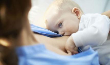 Farmaci e allattamento: le regole da rispettare