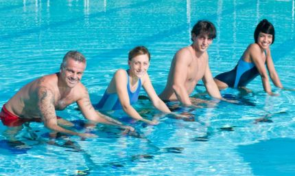 Fitness in acqua per modellare la figura