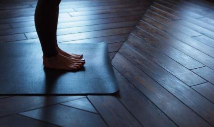 Yoga Al Buio per aiutare i non vedenti