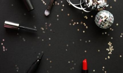 Make up delle feste: trionfa il rosso, tornano i glitter