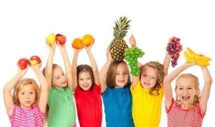 Come insegnargli a mangiare frutta e verdura?