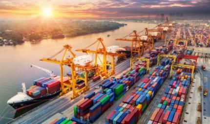 Le navi inquinano molto più delle automobili