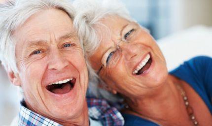 Over 60: un sorriso curato è fondamentale per socializzare