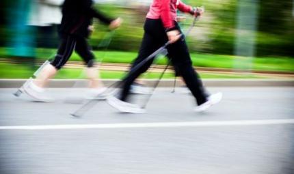 La camminata sportiva per una pancia piatta