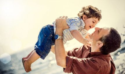 Lavoro: i papà desiderano più tempo in famiglia