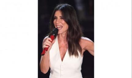 La pelle effetto glow di Paola Turci a Sanremo