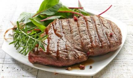 Diete iperproteiche: inutili per perdere peso
