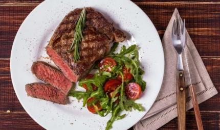 Un piatto di carne rossa a settimana in meno, e vivi di più