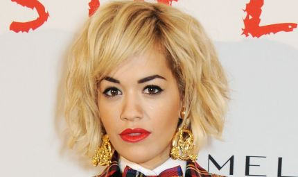 Rita Ora: viva il make up che gioca con i colori