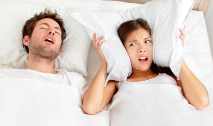 Smettere di russare per dormire (e far dormire) sonni sereni