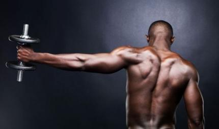 Come potenziare i muscoli delle spalle