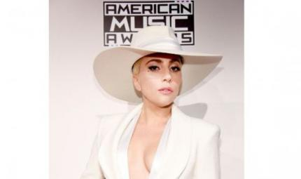 Look glowy per Lady Gaga sul red carpet