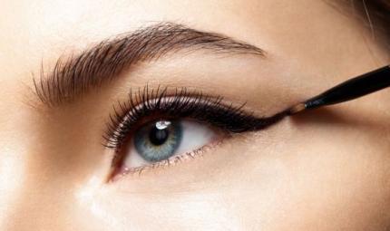 Torna di moda l'eyeliner alla Twiggy