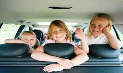 Viaggiare sicuri: le regole per i bimbi