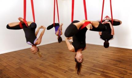 AntiGravitiy yoga: il benessere vola alto