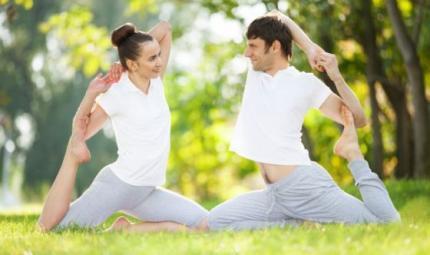 Lo yoga a coppie