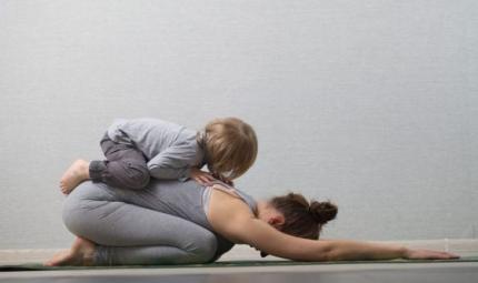 Yoga e neomamme: come ricominciare a praticare