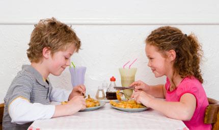 Bimbi: il rischio obesità in 10 punti