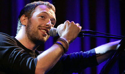 Occhio alle orecchie: Chris Martin insegna