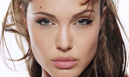 Angelina Jolie: no alla dieta vegana