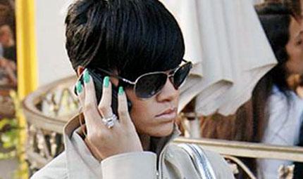 Rihanna e il trend del momento: le unghie verde pastello