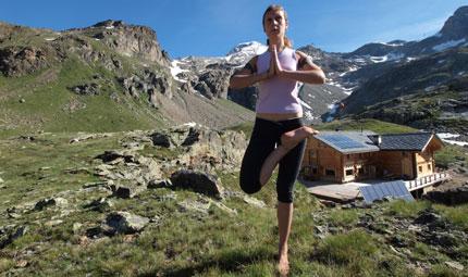 In montagna con il trekking yoga