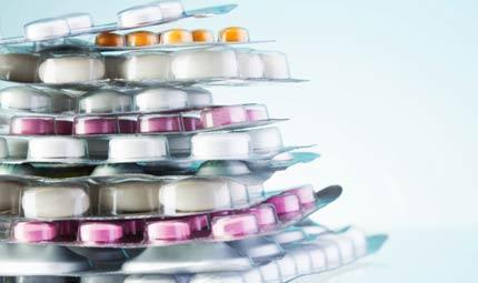 Consumare troppi farmaci nuoce alla salute e all'ambiente